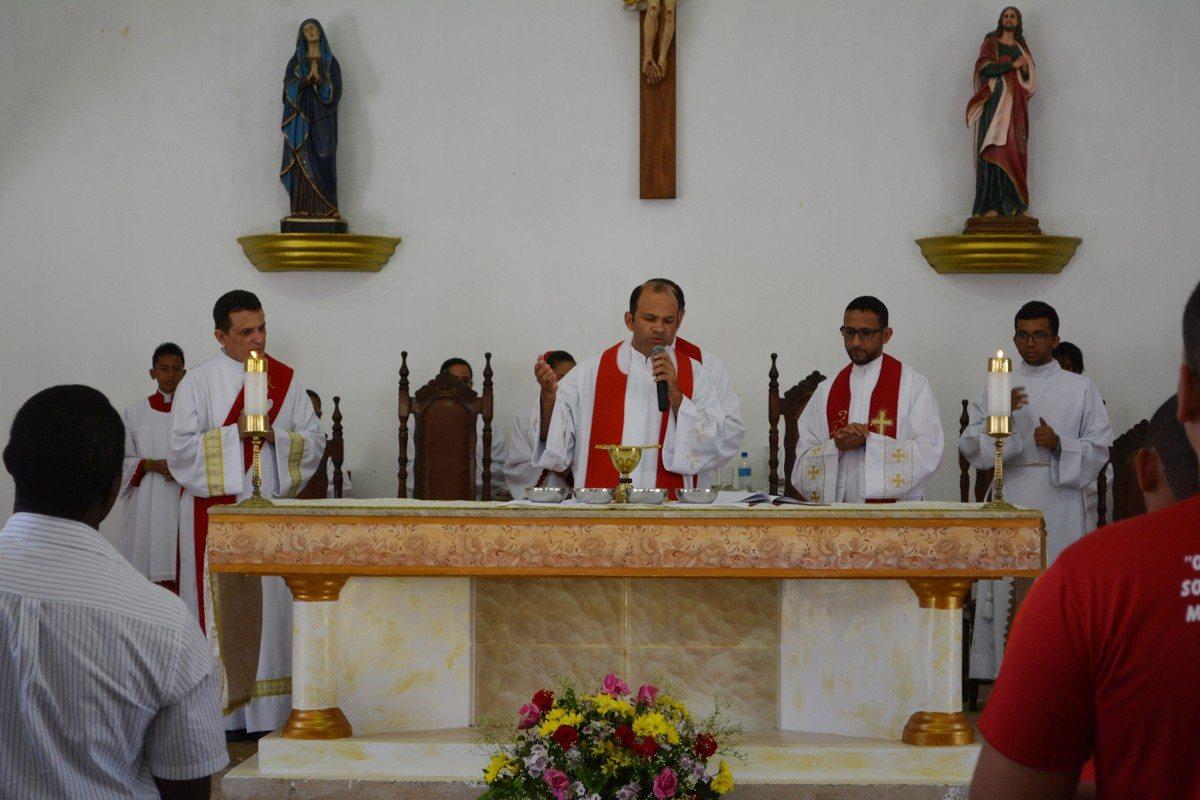 Sacramento da Crisma na Paróquia Sagrado Coração de Jesus