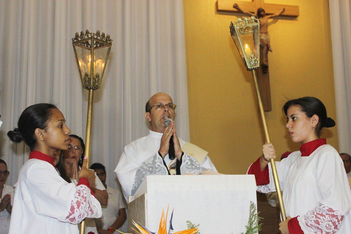 Missa em honra à Santa Terezinha
