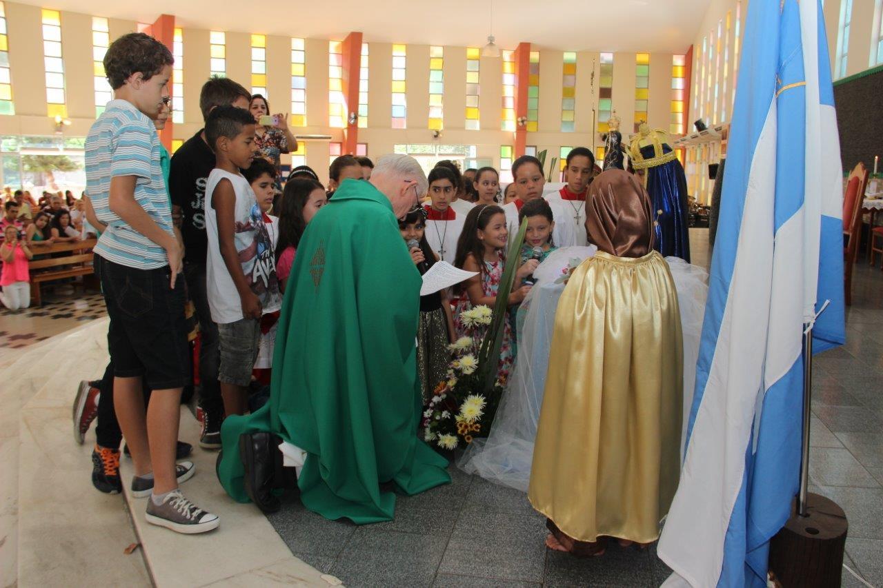 Paróquia Nossa Senhora de Lourdes faz homenagem a Padroeira do Brasil