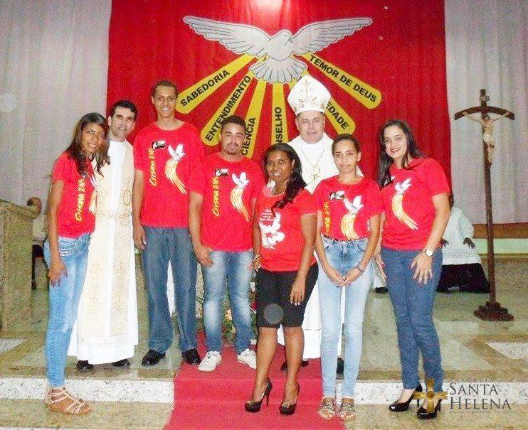 Dom Félix celebra o sacramento da Crisma na paróquia Santa Helena – GV