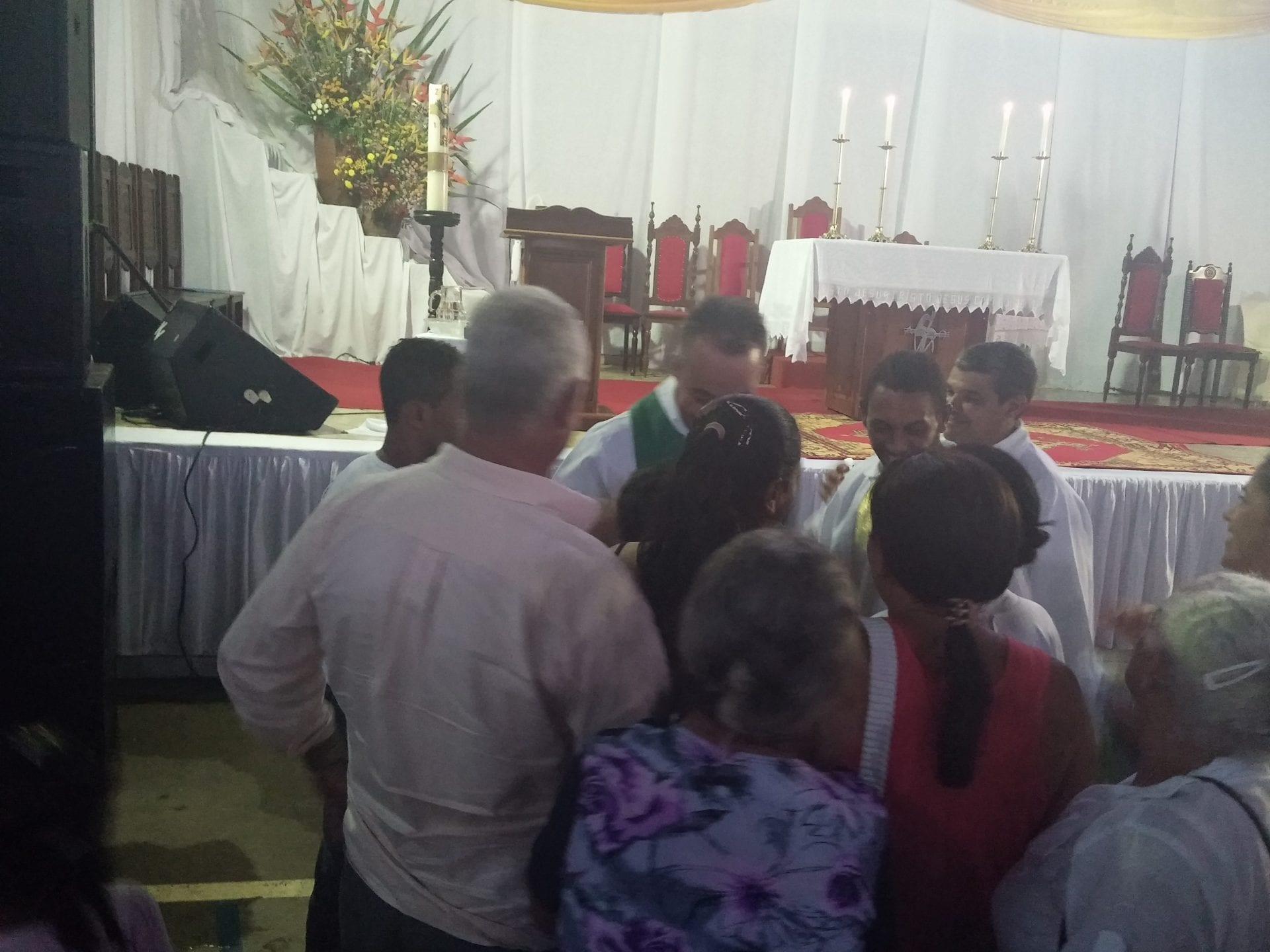 Padre Elton Alves toma posse na Paróquia Santa Efigência