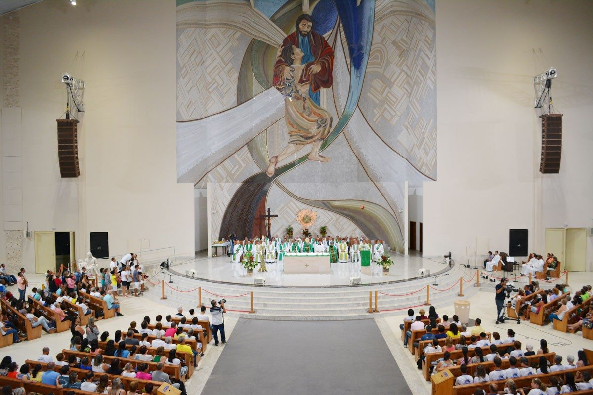 Dom Félix celebra no no Santuário da Canção Nova