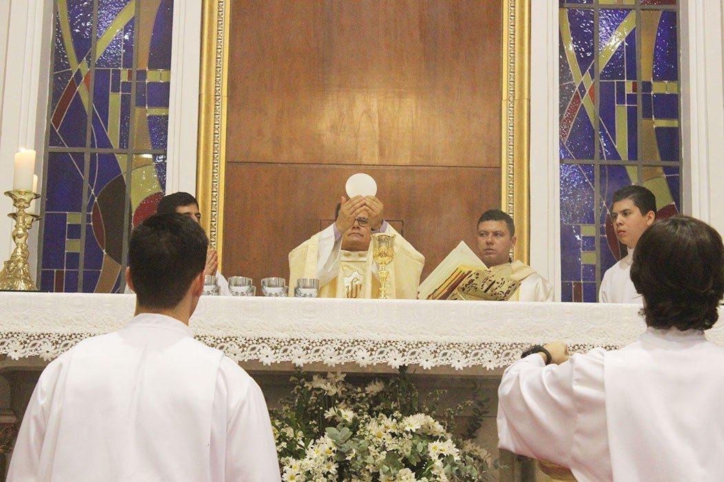 Missa de Lava-pés emociona fiéis na Catedral