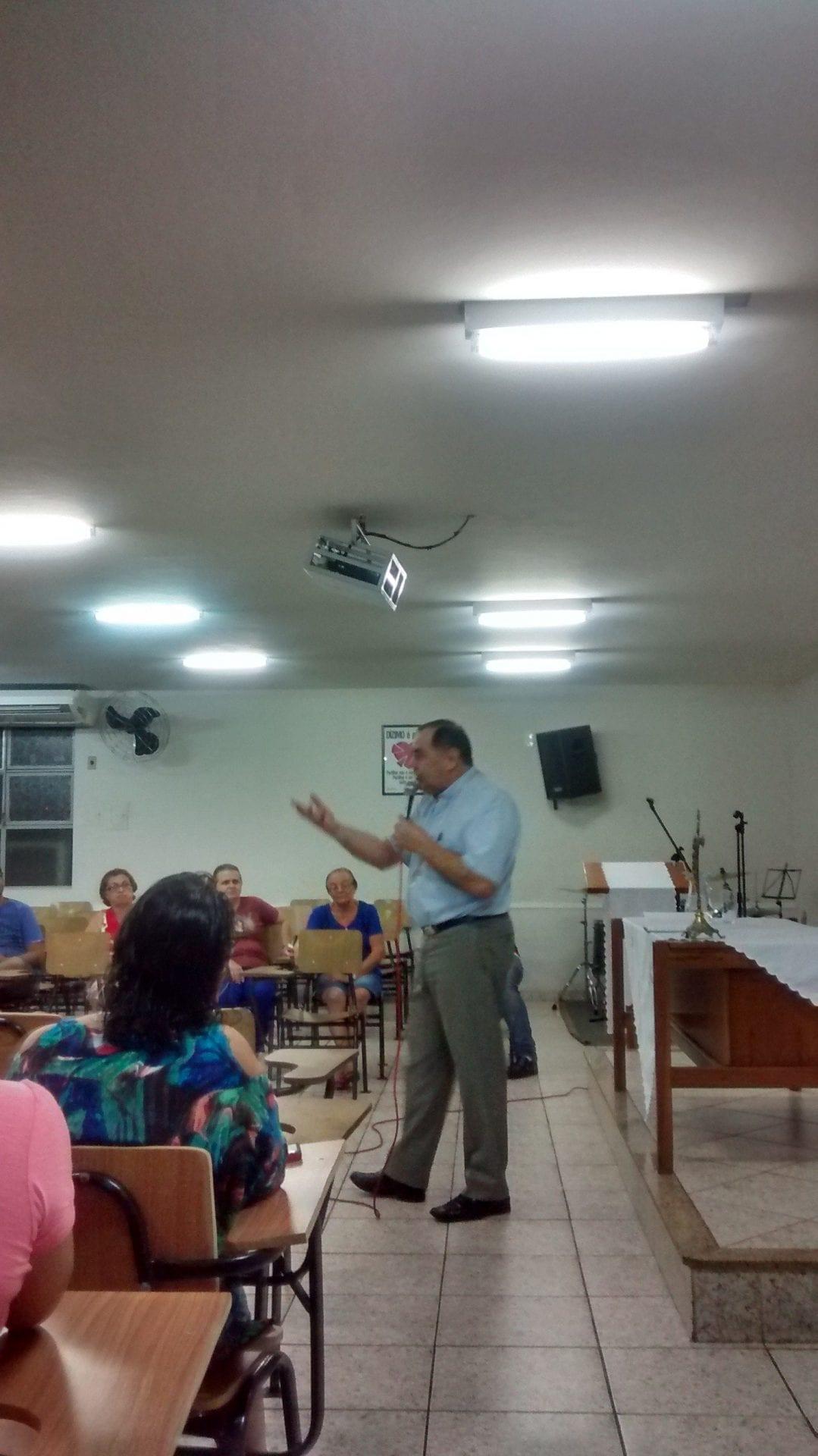 Dom Félix realiza visita pastoral canônica na Paróquia Sagrada Família (GV)