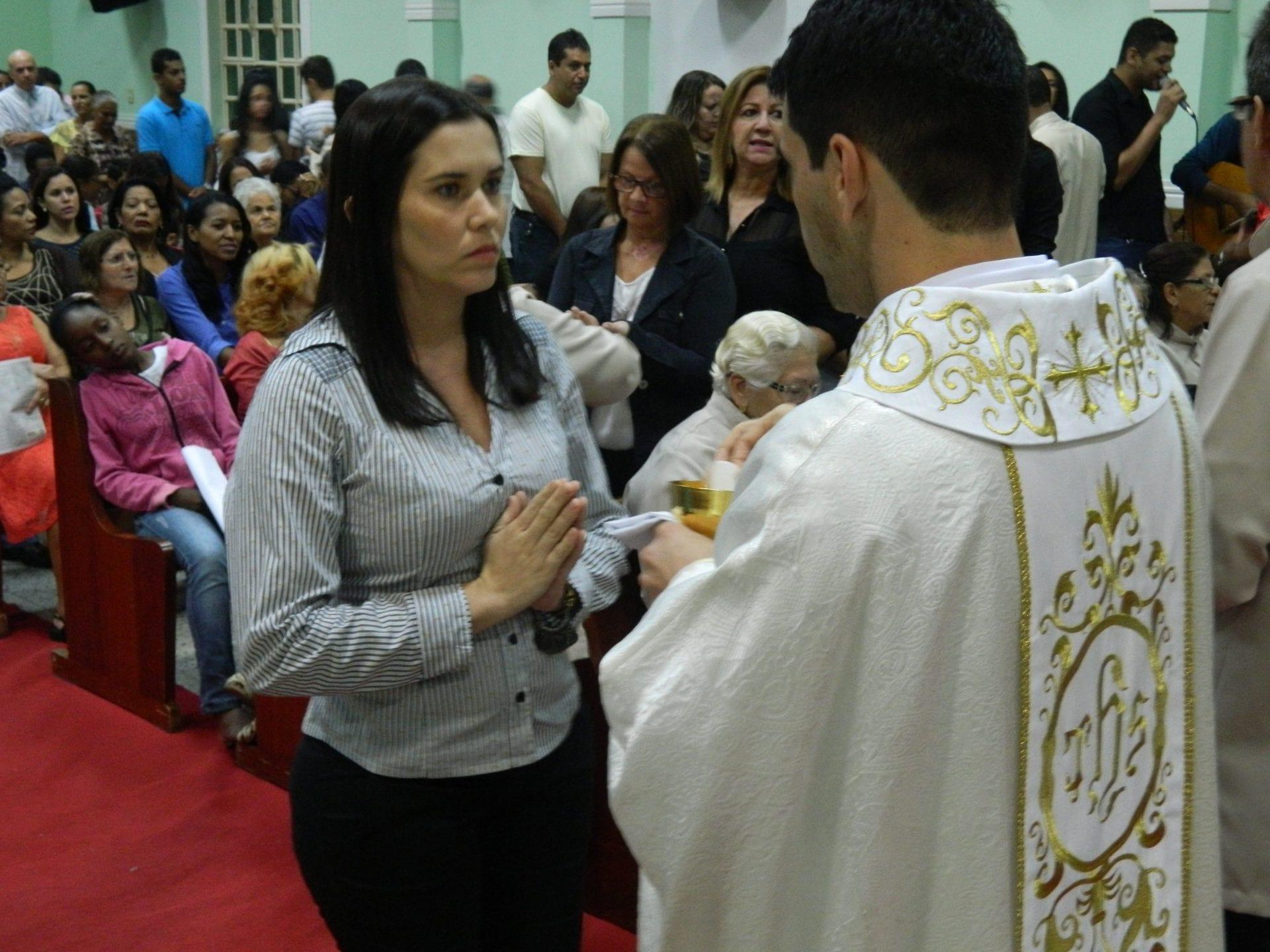 Celebração de Corpus Christi reúne centenas de fiéis na Paróquia Santa Helena