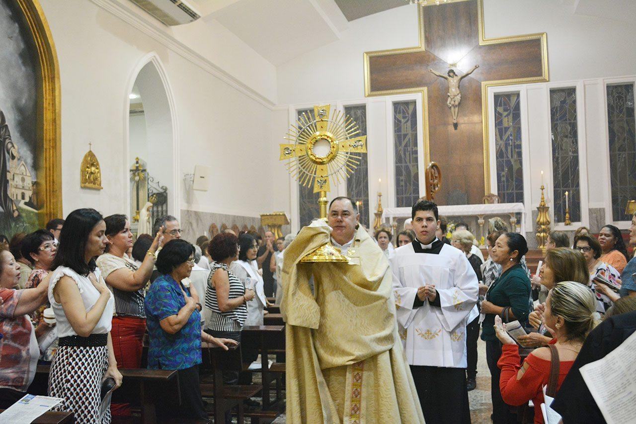 Celebração de Corpus Christi reúne centenas de fieis na Catedral de Santo Antônio