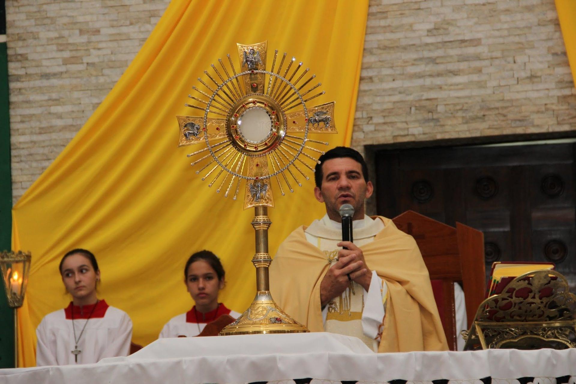 Paróquia Nossa Senhora de Lourdes celebra Corpus Christi com missa e procissão