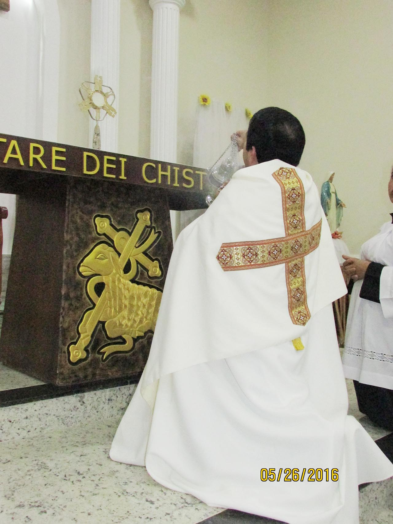 Centenas de fiéis celebram festa de Corpus Christi em São Geraldo do Baixio