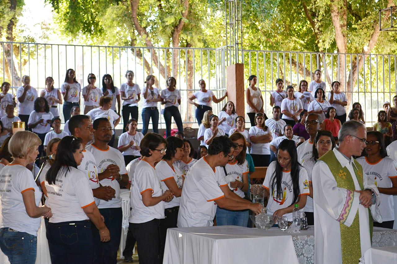 Dia do Catequista é comemorado com missa, oração e confraternização