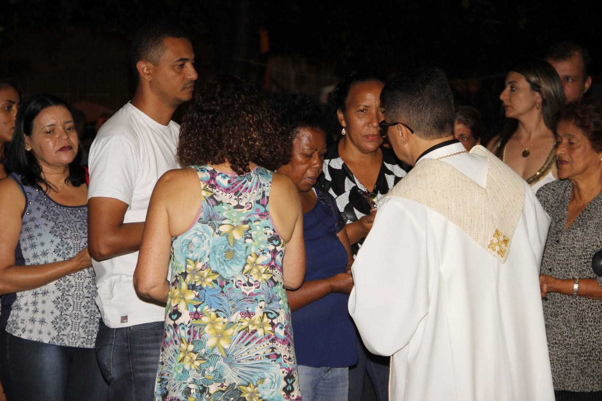 Caminhada Luminosa da Misericórdia encerra a Semana Nacional da Família em Valadares