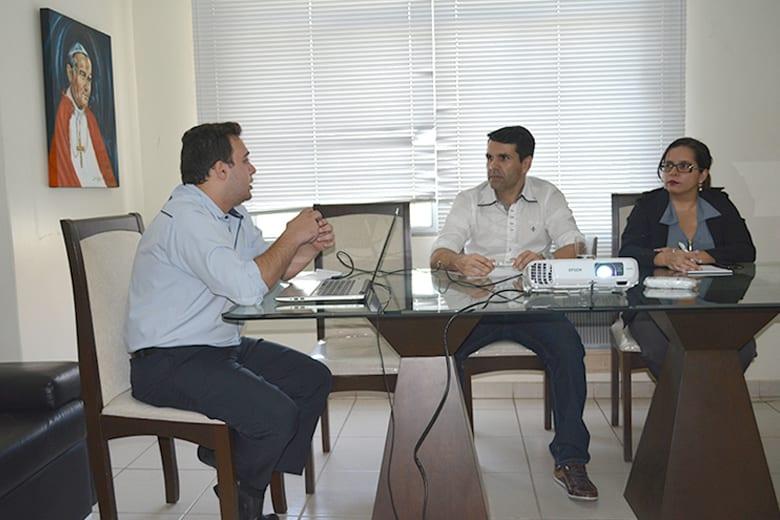 Diocese de Valadares realiza formação para Secretários, Secretárias e Padres