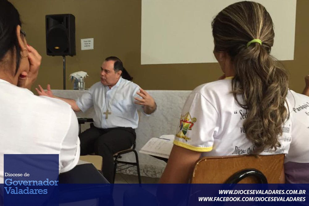 Dom Félix realiza visita pastoral na Paróquia Santa Bárbara