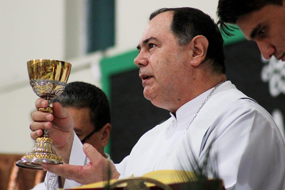 Dom Félix celebra Missa na Novena da Padroeira na Paróquia Nossa Senhora de Lourdes