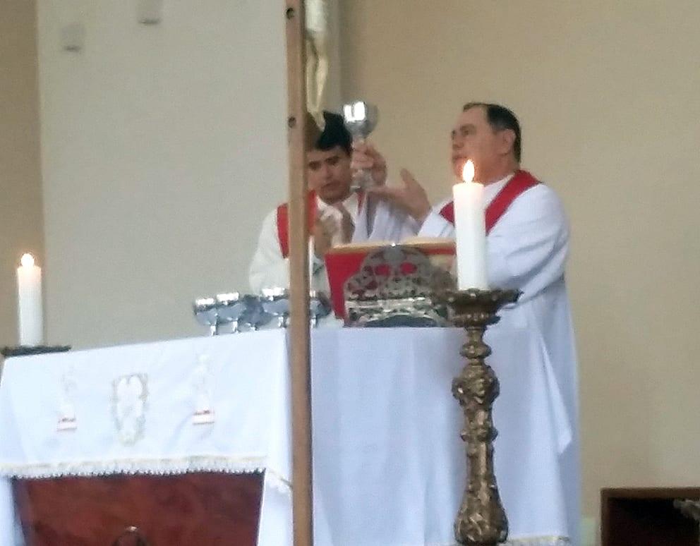 CRISMA NA PARÓQUIA SÃO SEBASTIÃO EM PERIQUITO