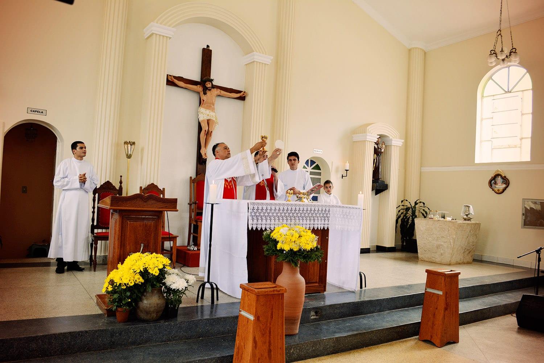 DOM FÉLIX FAZ CRISMAS NA PARÓQUIA SANTA EFIGÊNIA