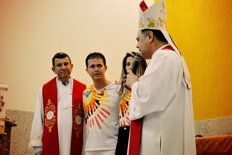 DOM FÉLIX CRISMA 30 JOVENS NA PARÓQUIA DE GOIABEIRA