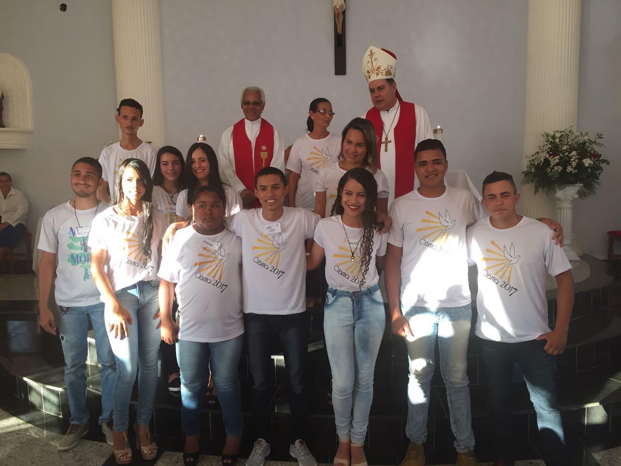 DOM FÉLIX FAZ CRISMAS NA PARÓQUIA DE ALPERCATA