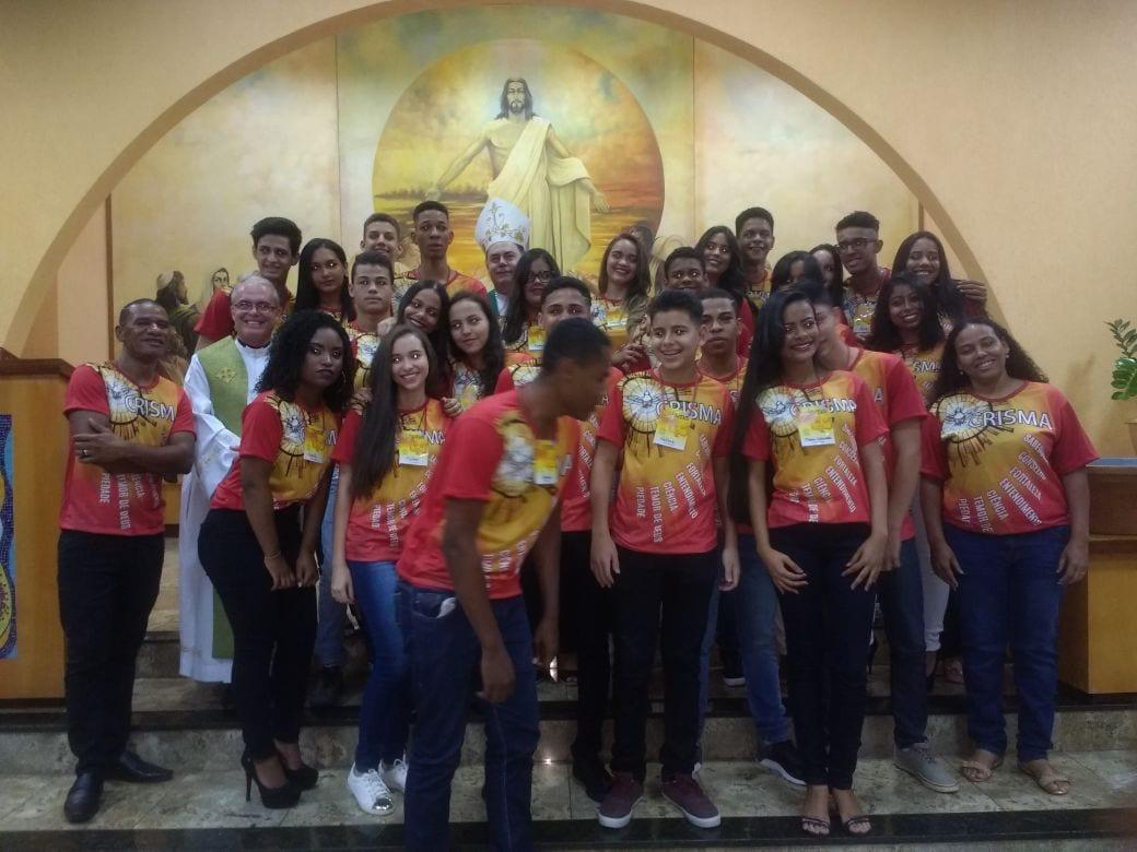 DOM FÉLIX FAZ CRISMAS NA PARÓQUIA N. SRA. DAS GRAÇAS