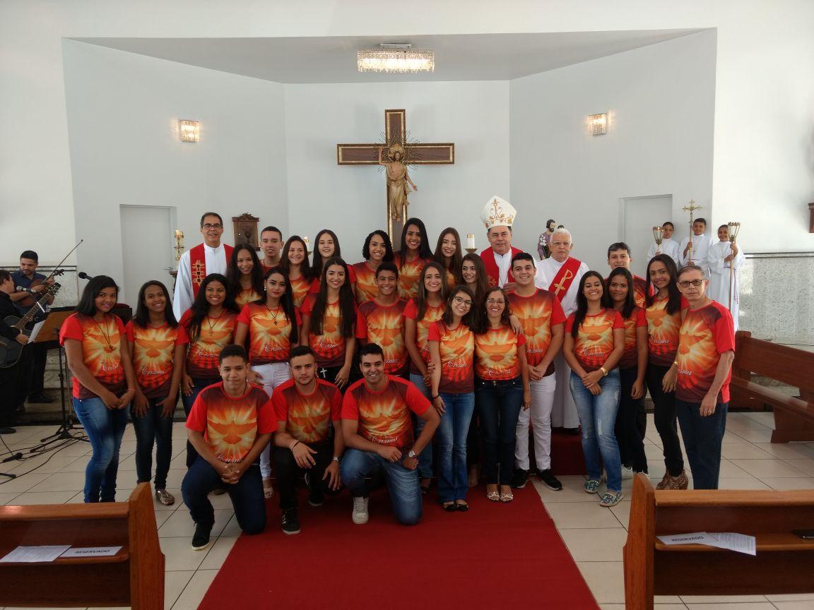 DOM FÉLIX FAZ CRISMAS NA PARÓQUIA SÃO JOSÉ OPERÁRIO