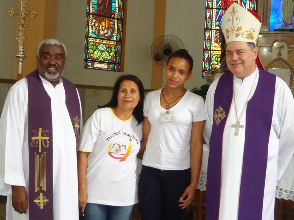 DOM FÉLIX FAZ CRISMAS NA PARÓQUIA DE SOBRÁLIA