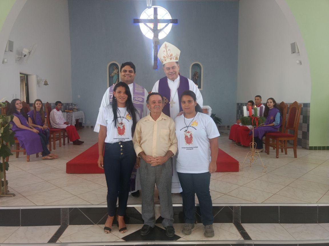 DOM FÉLIX FAZ CRISMAS NA PARÓQUIA DE ALVARENGA