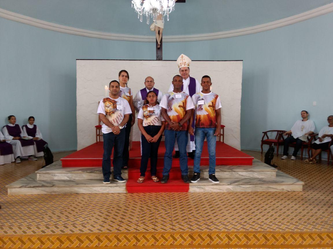 DOM FÉLIX FAZ CRISMAS NA PARÓQUIA DE VIRGOLÂNDIA
