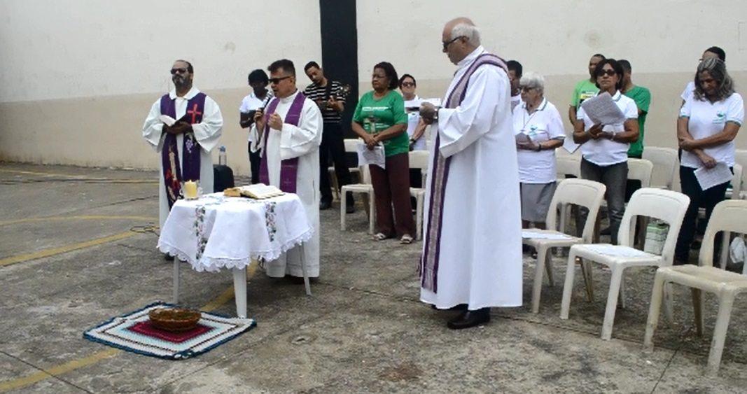 Dom Félix e Padres celebram Missas no Presídio
