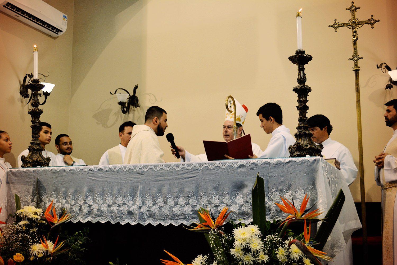 DOM FÉLIX DÁ POSSE DE PÁROCO AO PADRE MARCUS NO ALTINÓPOLIS