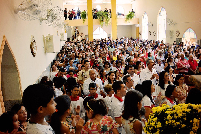 DOM FÉLIX DÁ POSSE DE PÁROCO AO PADRE RICARDO EM GOIABEIRA