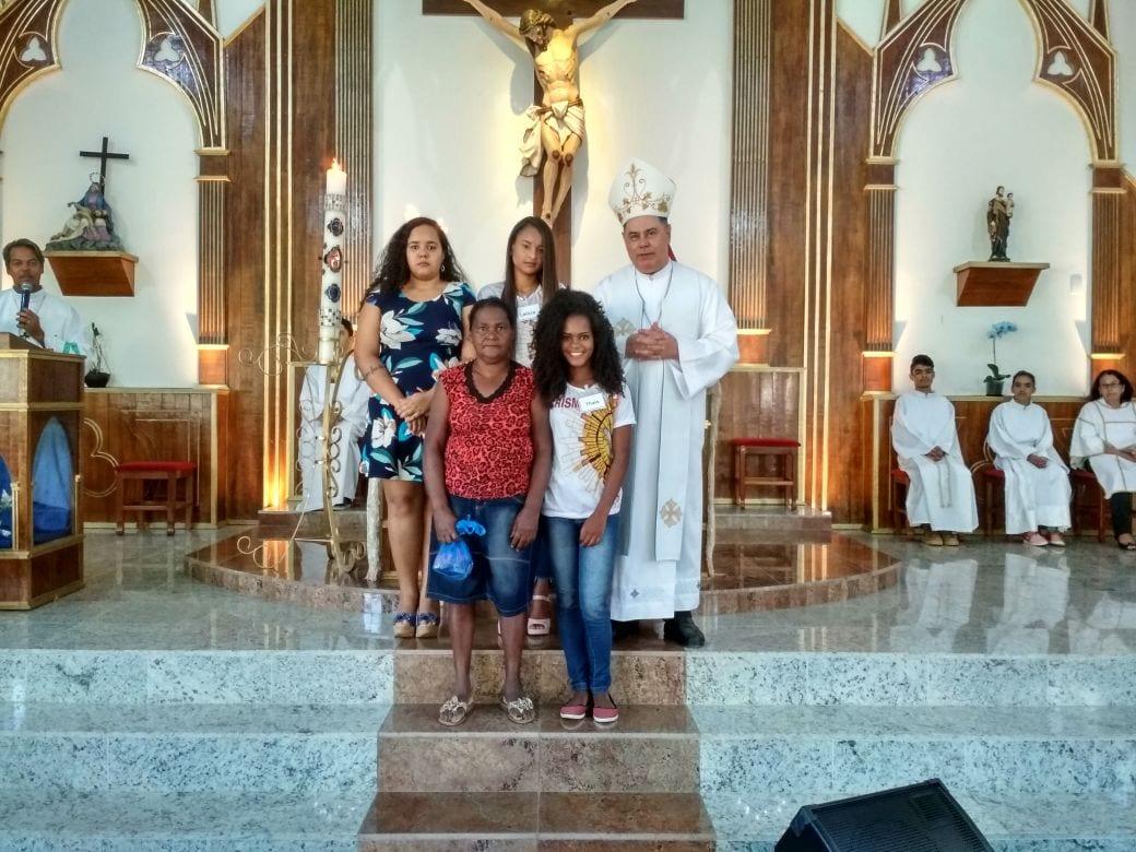Dom Félix faz Crismas na Paróquia de Açucena