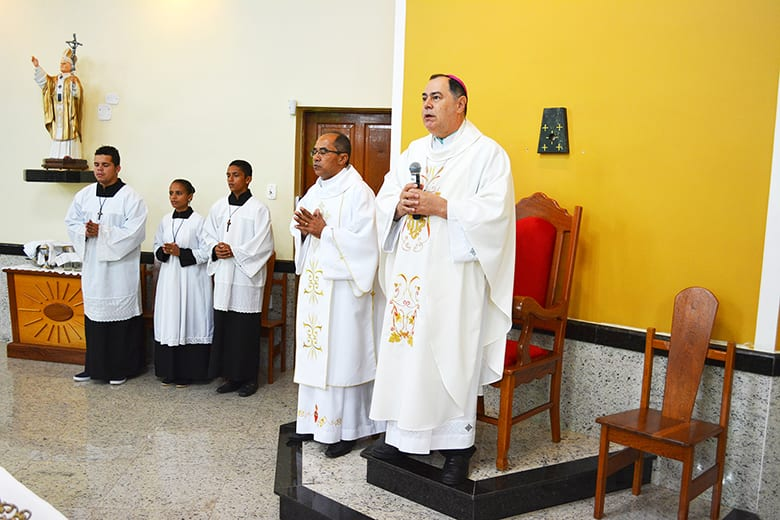 Dom Félix faz Crismas na Paróquia da Turmalina