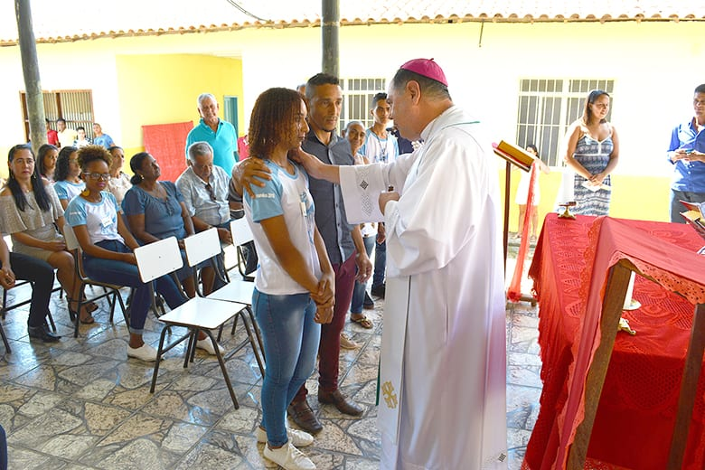 Dom Félix faz Crismas na Paróquia de Periquito