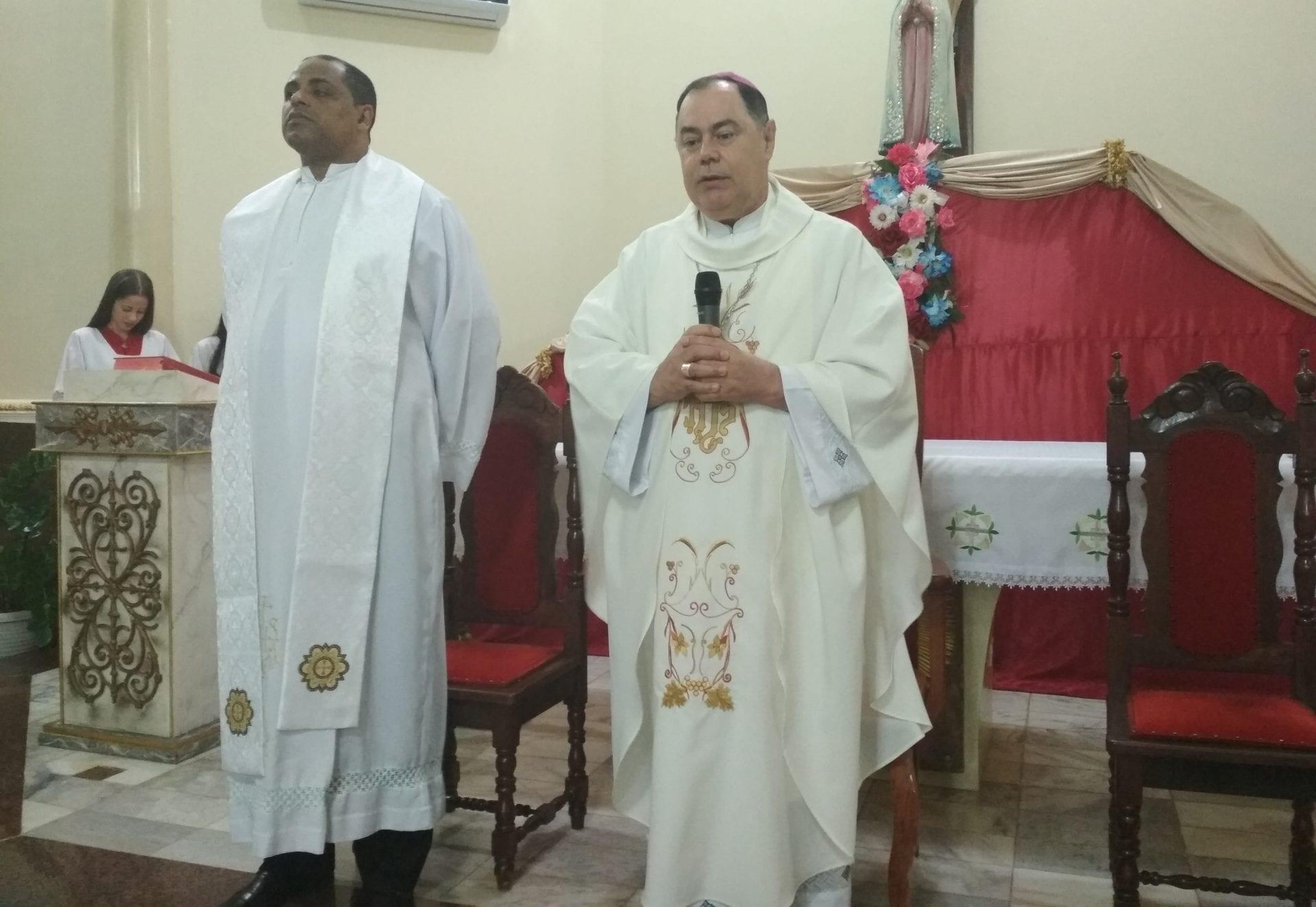 Dom Félix celebra Missa em Divino das Laranjeiras