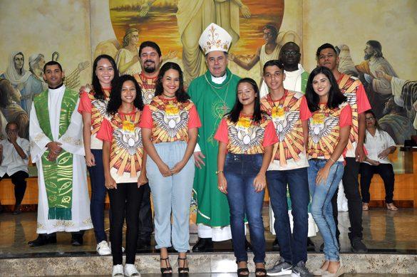 Dom Félix faz Crismas na Paróquia Nossa Senhora das Graças