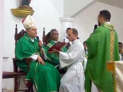 Padre Lucas toma Posse como Pároco da Paróquia do Trevo