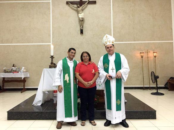 Dom Félix faz Crismas na Paróquia de Tumiritinga