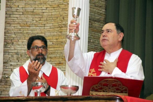 Dom Félix faz Crismas na Paróquia Santa Rosa