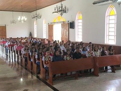 Dom Félix faz Crismas na Paróquia de Safira