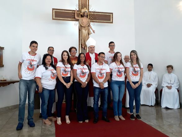 Dom Félix faz Crismas na Paróquia da Vila Bretas