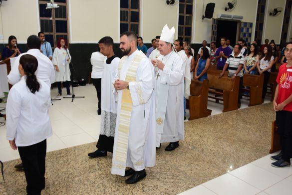 DOM FÉLIX FAZ CRISMAS NA COMUNIDADE DO PLANALTO