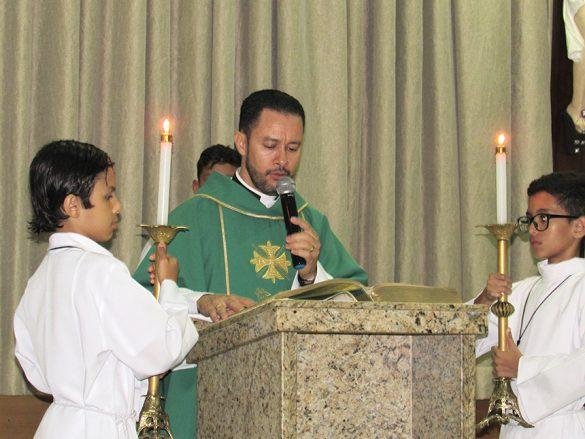 Dom Félix faz Crismas na Paróquia Santa Helena