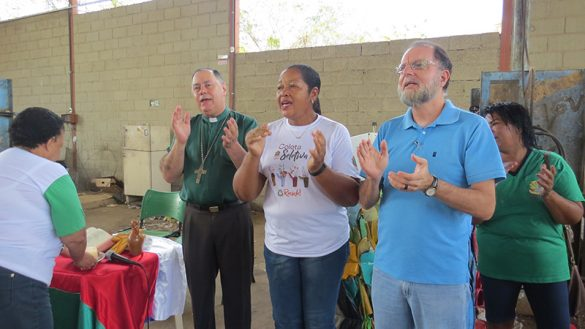 Dom Félix celebra com os Catadores da Ascanavi