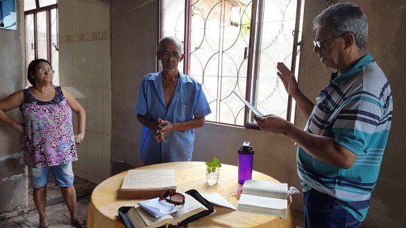 Famílias do Bairro Mãe de Deus recebem Visita Missionária