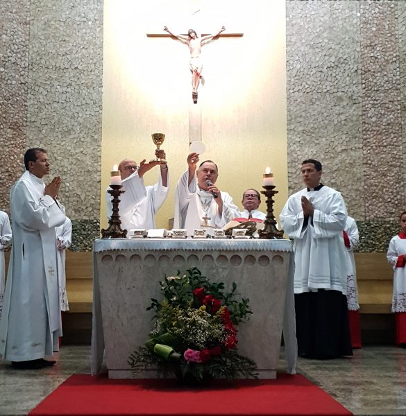 Dom Félix celebra na Novena de Santa Terezinha