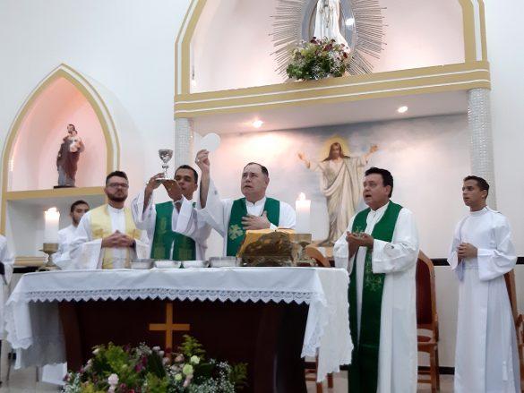 Dom Félix dá Posse ao Pe. Irineu em Resplendor