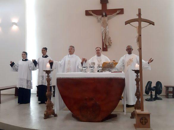 Dom Félix dá Posse ao Pe. José Neiva em Periquito