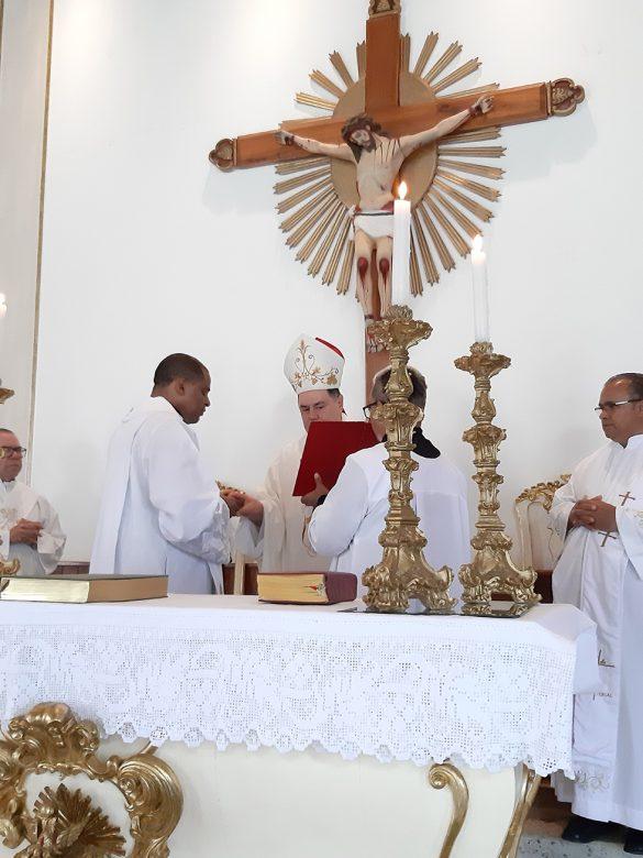 Dom Félix dá Posse ao Pe. Raniere em São José da Safira