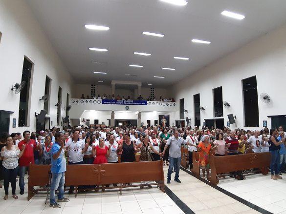 Dom Félix dá Posse ao Pe. Gilberto em Tumiritinga
