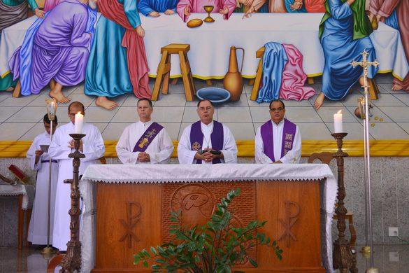 Dom Félix faz Crismas na Paróquia São Raimundo