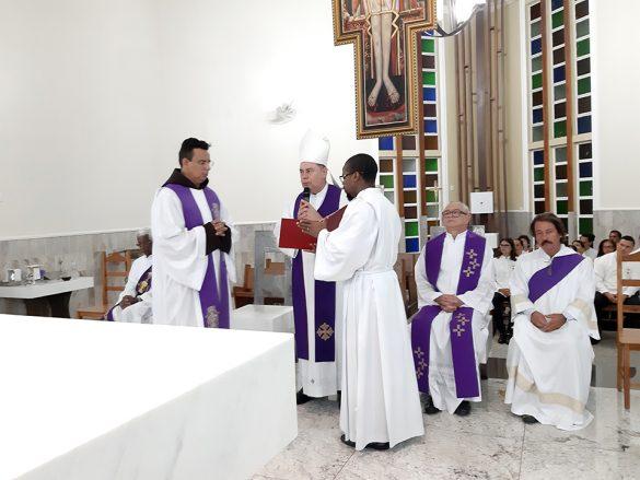 Dom Félix dá Posse ao Frei Geraldo na Paróquia Santa Rita